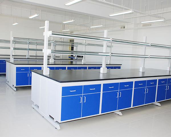 大多数的实验室全是会应用到不一样种类的钢木实验台