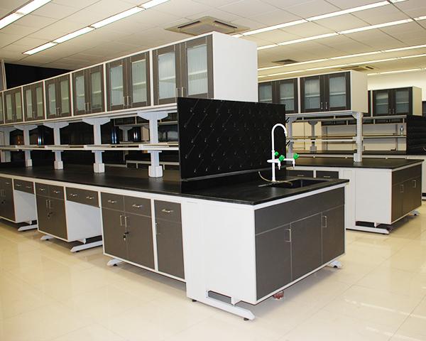 钢木实验台选择优质的方钢作为主要材料